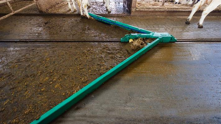 Free Stall Alley Cleaner Systems