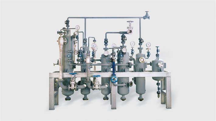 Multi-stage steam jet vacuum pumps