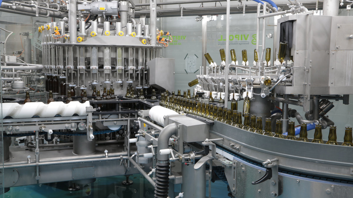 Customers are looking for flexible solutions, which is why the ALL-IN-ONE is available up to 20,000 bottles or cans per hour, depending on the filling medium and system. (Photo: GEA)