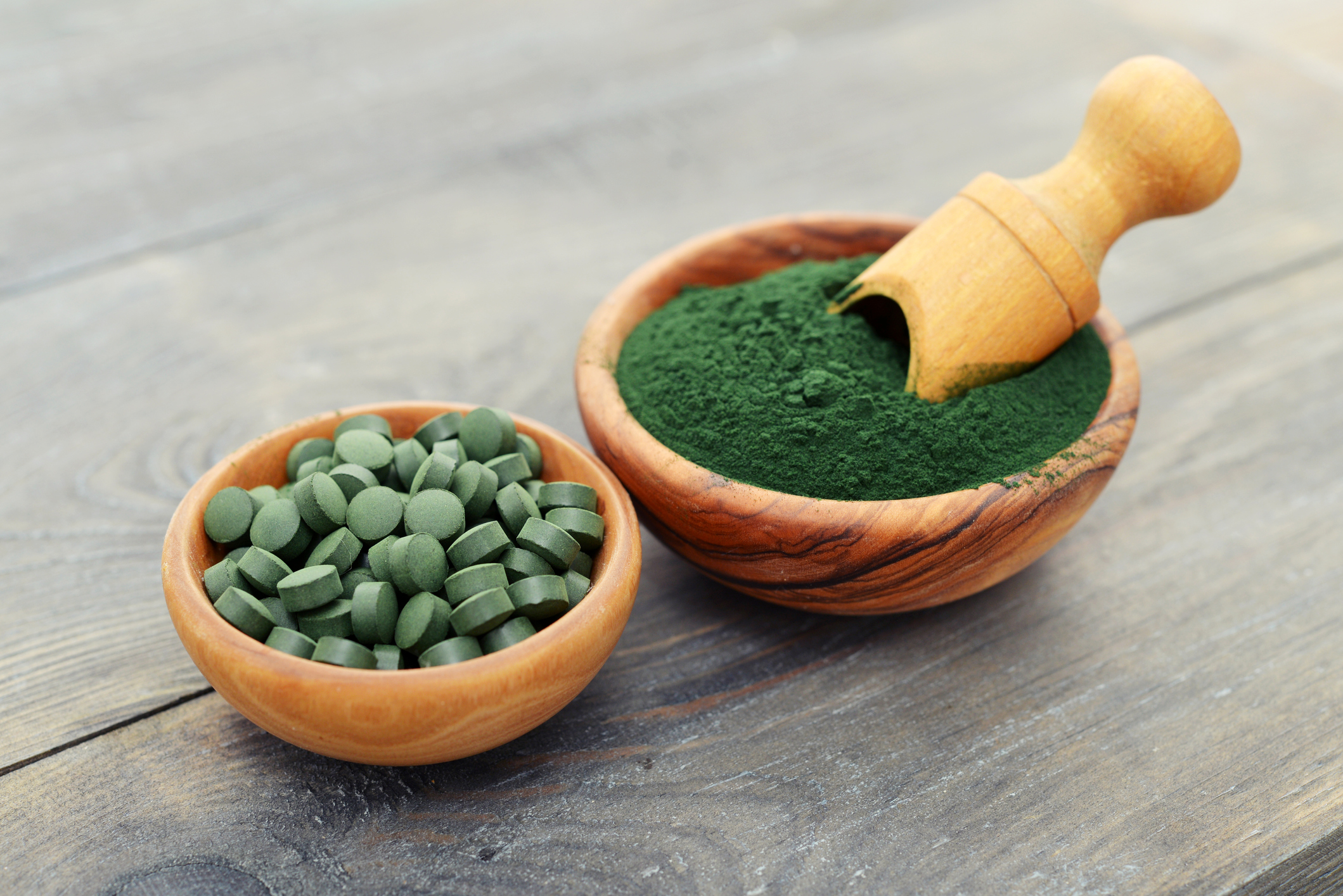 Ground spirulina and spirulina in pills