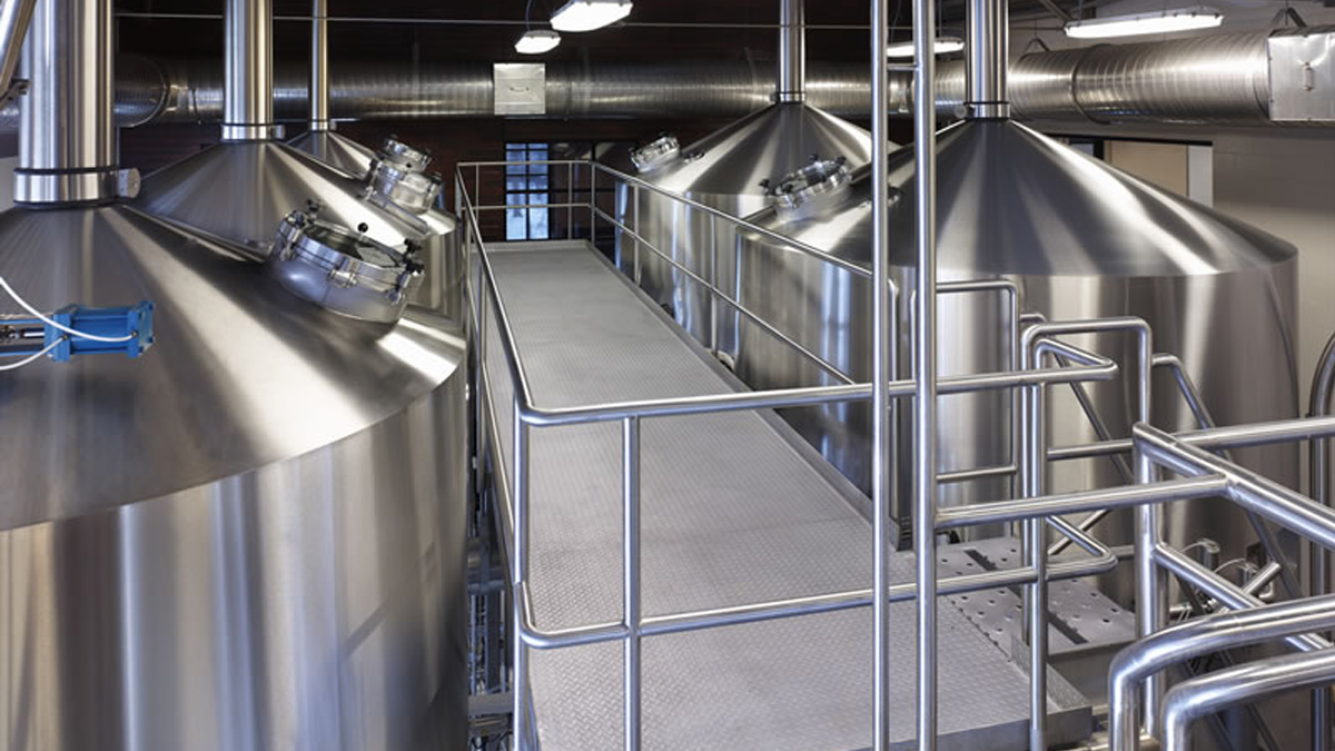 COMPACT-STAR™ 80bbl brew system for craft brewers