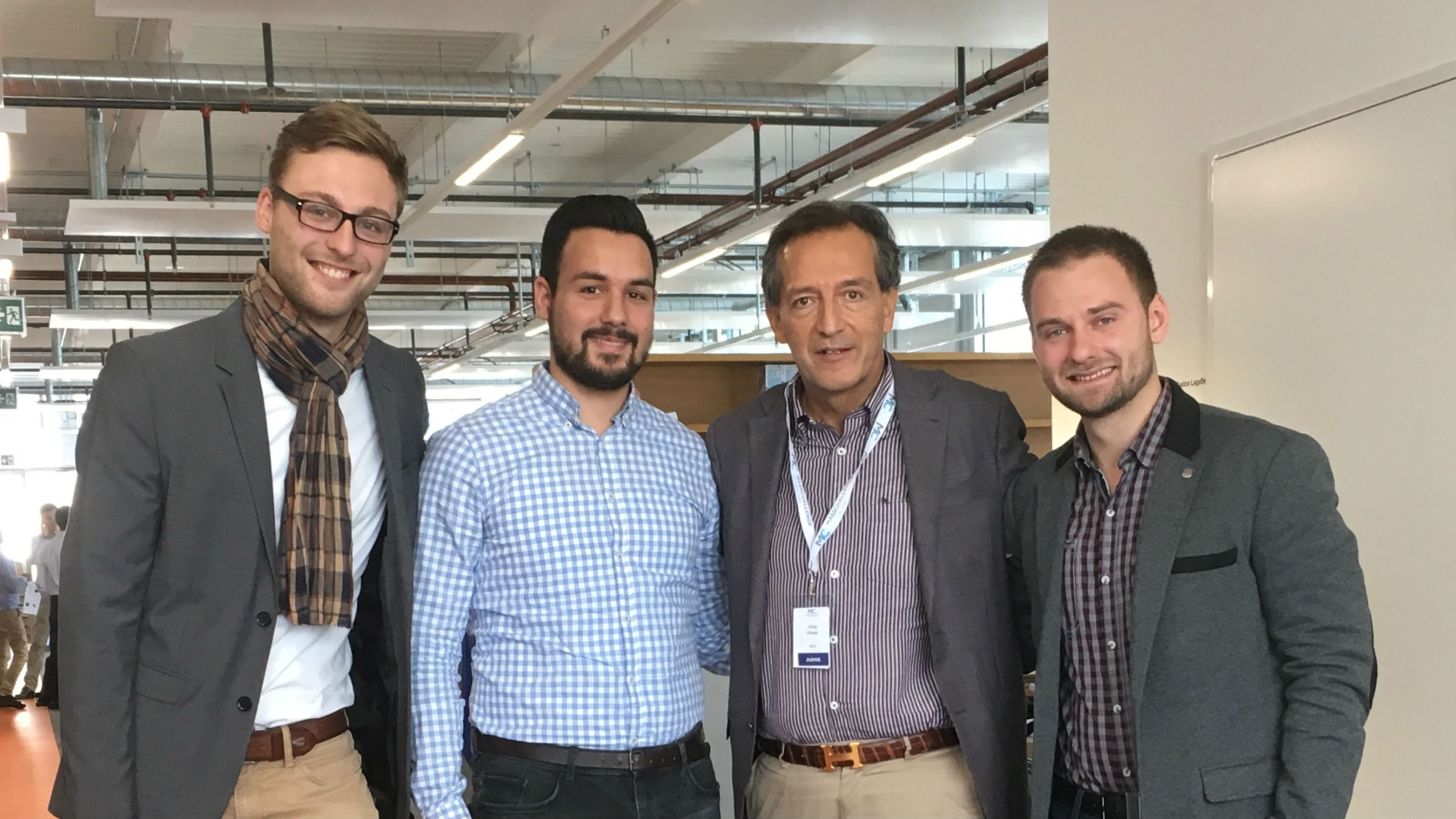Support from the highest echelons: Jürg Oleas, GEA CEO (2nd from the right) paid a visit to the entrepreneurs in Lausanne from left to right: Jannik Desel, Bünyamin Akay, Jürg Oleas, Peter Peters (GEA)